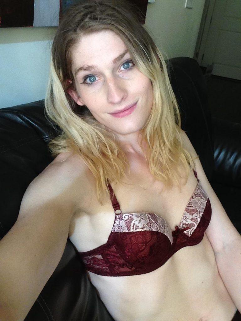 Cute Blonde Trap Selfies (11 Pics)