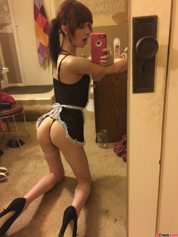 cute-trap-ass-selfie-03