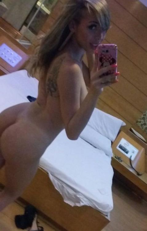 hot-tgirl-selfie-03